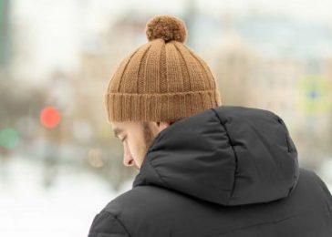 Шерстяная шапка зимой