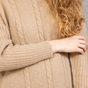 Бежевый длинный свитер женский