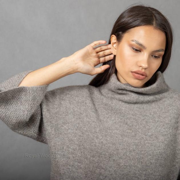 Женский шерстяной джемпер с горлом