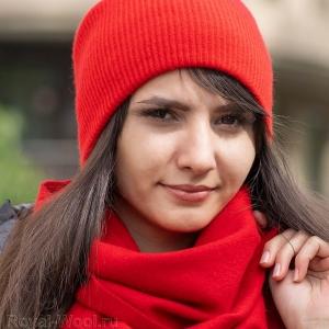 Красная шапка из кашемира