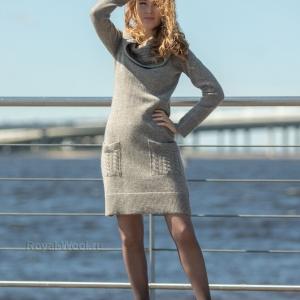 Шерстяное платье с воротом