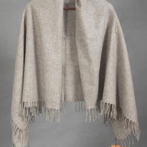 Серый платок из шерсти