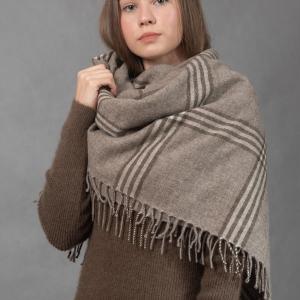 Шерстяной платок с кистями