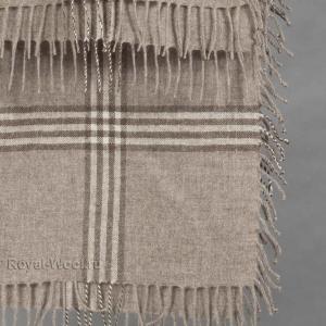 Бежевый платок из шерсти яка