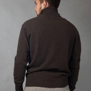 Шерстяной мужской свитер с горлом
