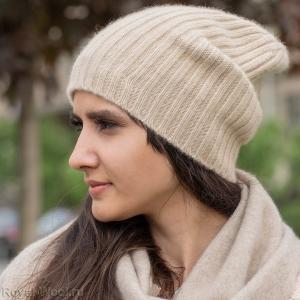 Светло-бежевая шапка из кашемира