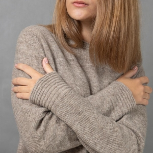 Теплый женский джемпер из шерсти
