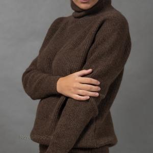 Теплый женский свитер с горлом