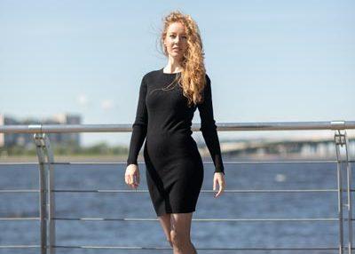 Кашемировое черное платье