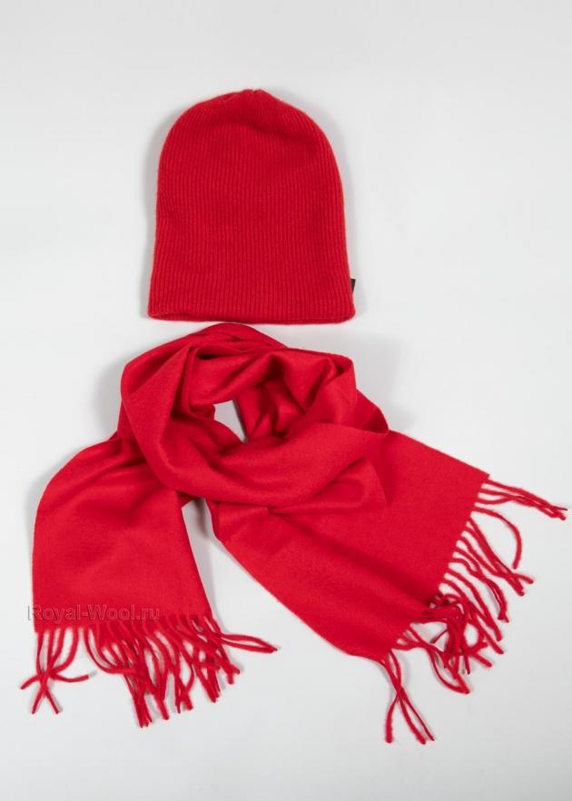 Красная шапка и шарф комплект